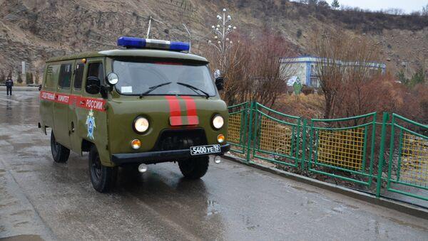 В посёлок Варзоб была доставлена гуманитарная помощь от военно-следственного отдела при 201 РВБ - Sputnik Тоҷикистон