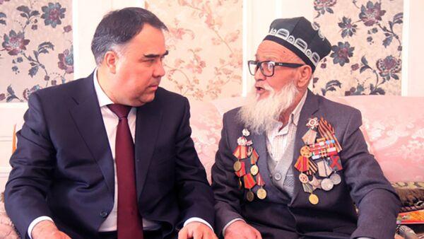 Председатель Согдийской области поздравил ветеранов ВОВ в Канибадаме - Sputnik Тоҷикистон