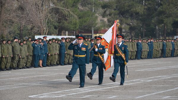 Военнослужащих 201 РВБ поздравили с Днем защитника Отечества - Sputnik Таджикистан
