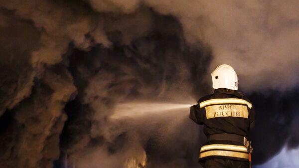 Сотрудники пожарной службы МЧС РФ, архивное фото - Sputnik Таджикистан