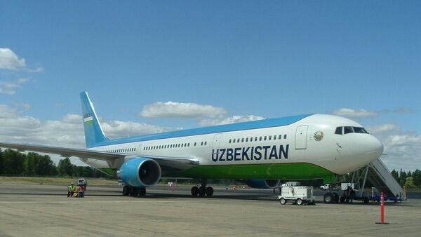 Самолет Boeing 767-300ER узбекских авиалиний - Sputnik Таджикистан