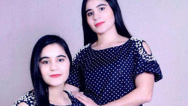 Зухро и Фотима Холовы: звездные сестры-близнецы, архивное фото - Sputnik Таджикистан
