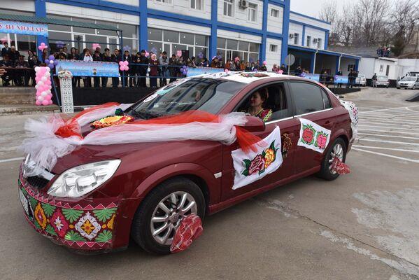 Участница конкурса Автоледи 2018 на своем авто - Sputnik Таджикистан