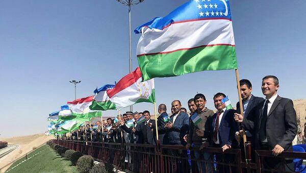 Торжественная церемония запуска ж/д дороги между Узбекистаном и Таджикистааном - Sputnik Таджикистан