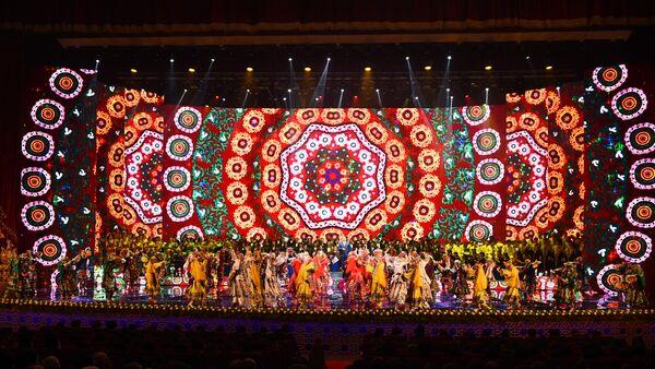 Концерт по случаю визита в Душанбе президента Узбекистана Шавката Мирзиёева - Sputnik Тоҷикистон