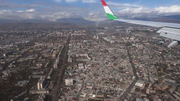 Город Душанбе, вид из самелета, архивное фото - Sputnik Таджикистан