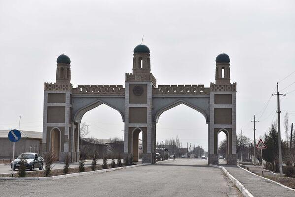 КПП Патар в Канибадаме, архивное фото - Sputnik Таджикистан