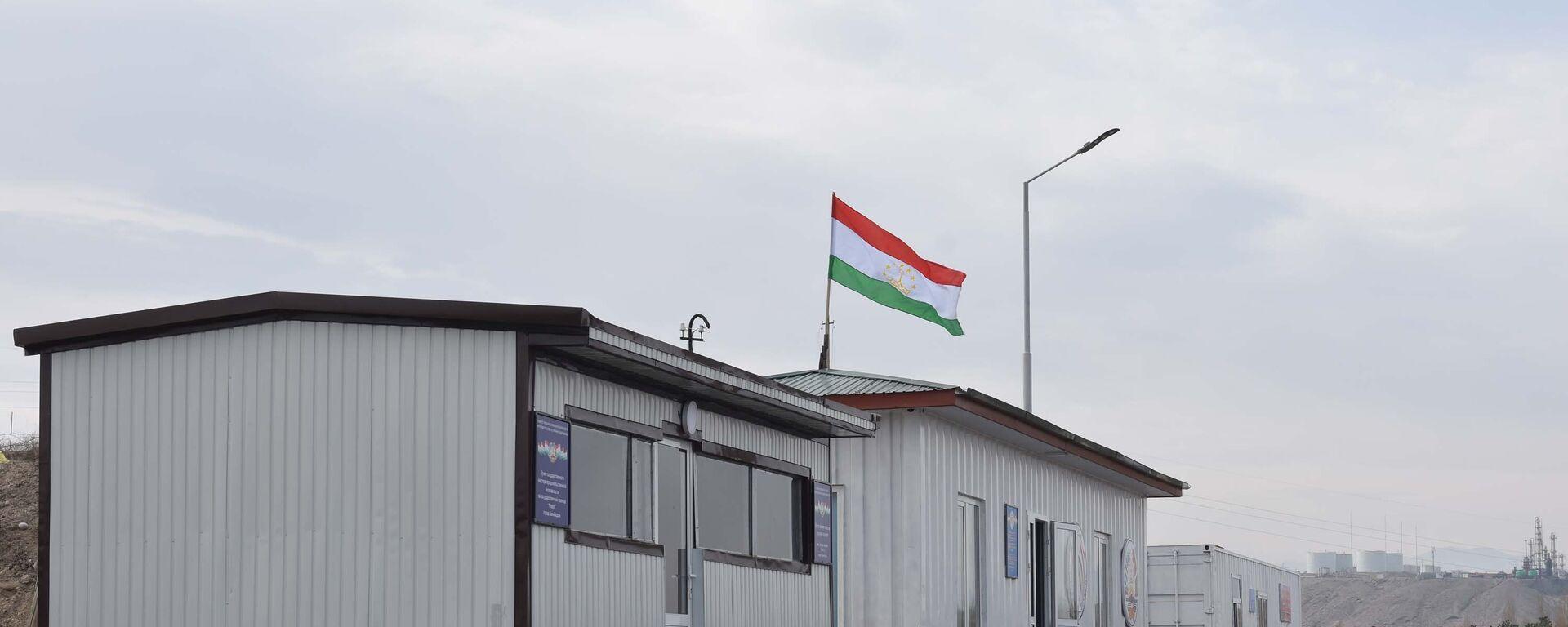 КПП Равот на границе Таджикистана и Узбекистана в городе Канибадам, архивное фото - Sputnik Таджикистан, 1920, 23.05.2021