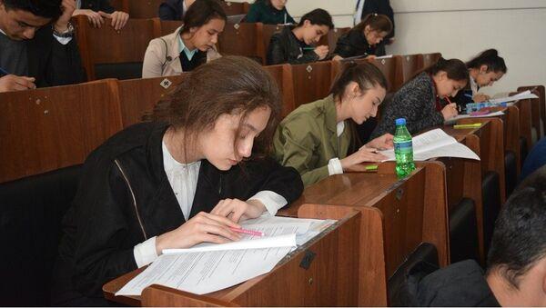 Вступительные испытания в Таджикском национальном университете - Sputnik Тоҷикистон