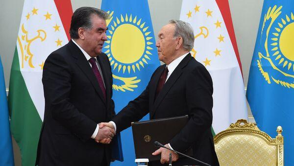 Эмомали Рахмон с президентом Казахстана Нурсултаном Назарбаевым, архивное фото - Sputnik Тоҷикистон