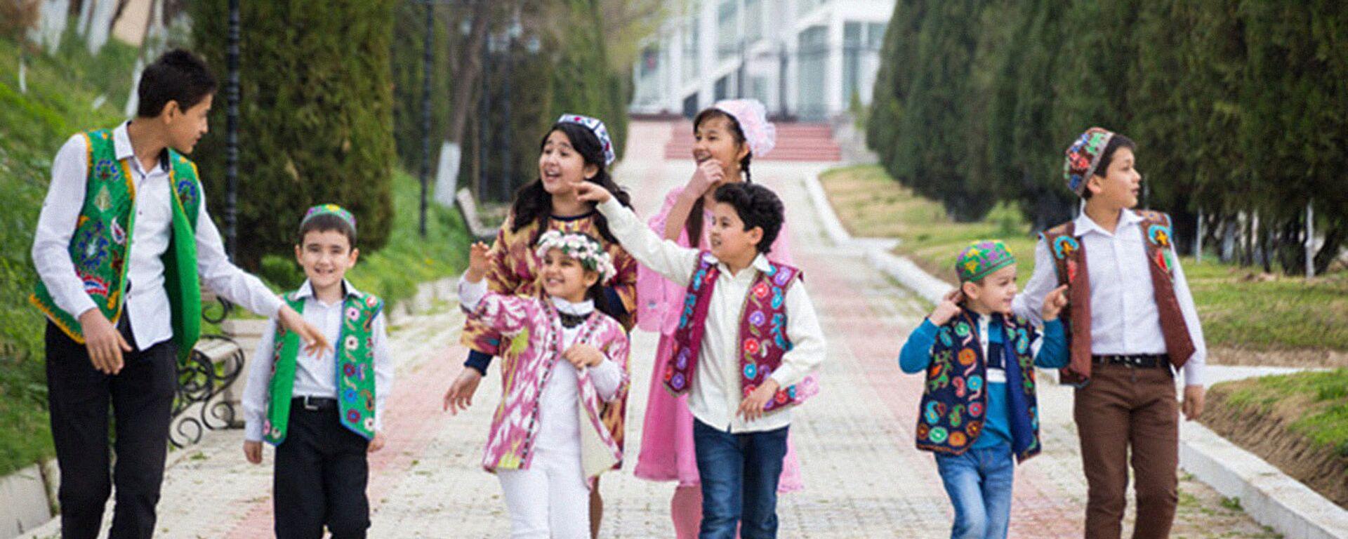 Узбекистанцы во время праздника - Sputnik Таджикистан, 1920, 22.07.2021