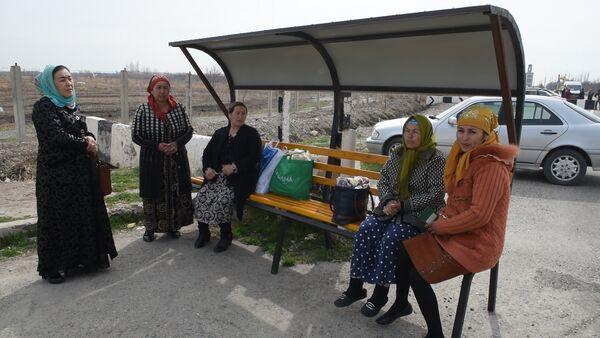 Таджики и узбеки благодарят власти за открытие границы - Sputnik Таджикистан