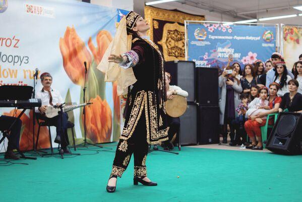 Дни Навруза на Старом Арбате в Москве - Sputnik Таджикистан