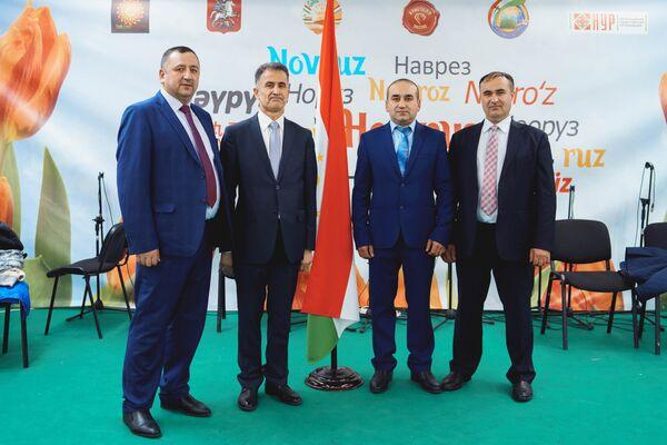 Генеральный консул Таджикистана в Новосибирске Шамсиддин Зарди и представители Таджикистана в Томске и Иркутске - Sputnik Таджикистан
