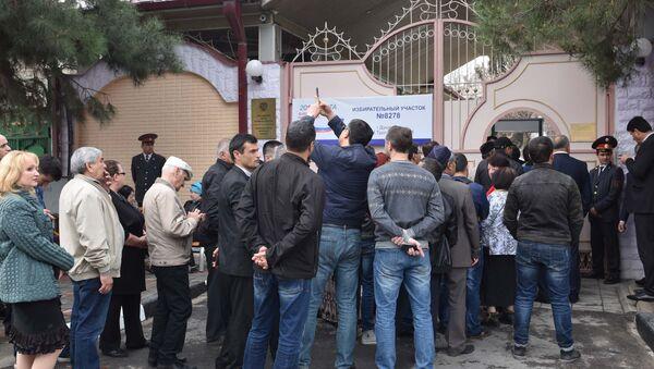 Очередь на выборах президента России в Таджикистане - Sputnik Таджикистан