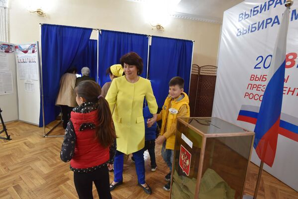Голосование на выборах президента России в Таджикистане - Sputnik Таджикистан