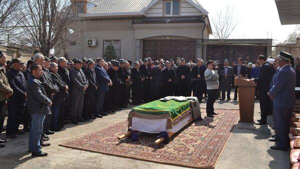 Похороны Таджикской поэтессы Нуринисо Алимухаммедова, архивное фото - Sputnik Тоҷикистон
