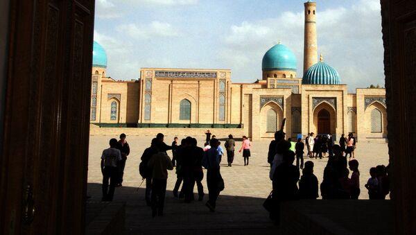 Туристы знакомятся с культурным наследием Узбекистана - Sputnik Таджикистан