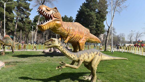 Динозавры в парке Дунёи афсона, архивное фото - Sputnik Тоҷикистон