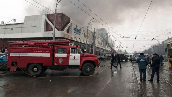 Пожар в торговом центре Зимняя вишня в Кемерове - Sputnik Таджикистан