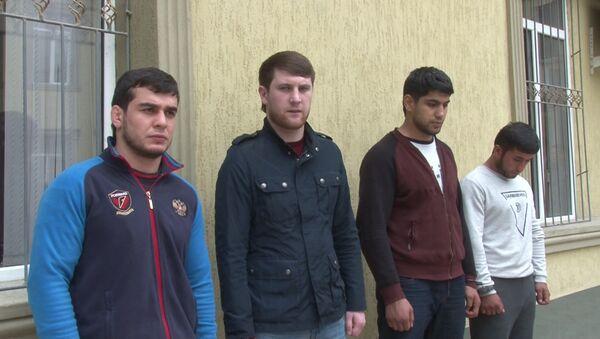 Молодые люди, задержанные  за крупное хулиганство - Sputnik Таджикистан