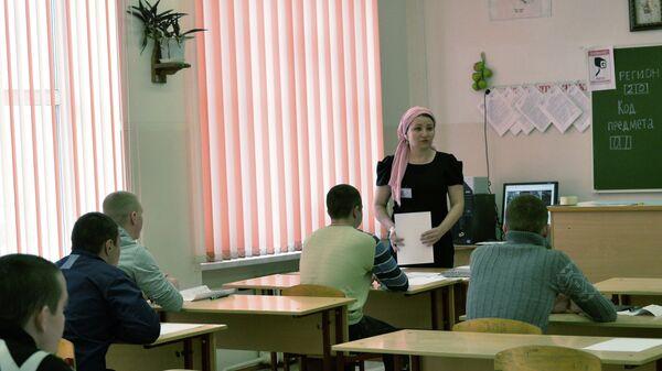 Учитель в классе - Sputnik Таджикистан