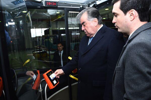 Безналичная система оплаты транспорта в Душанбе - Sputnik Таджикистан