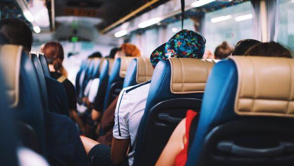 Пассажиры в автобусе, архивное фото - Sputnik Таджикистан