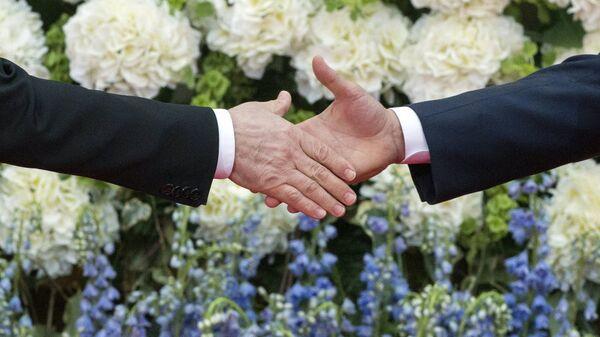 Рукопожатие, архивное фото - Sputnik Таджикистан