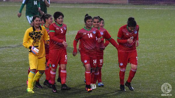 Таджикские женщины-футболистки, архивное фото - Sputnik Тоҷикистон