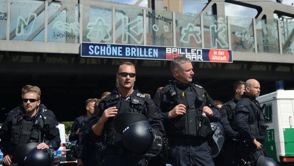 Акция неонацистов в Берлине в годовщину смерти Р. Гесса - Sputnik Тоҷикистон