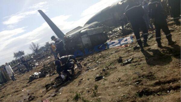 Место крушения алжирского военного самолета Ил-76 в Буфарике. - Sputnik Тоҷикистон