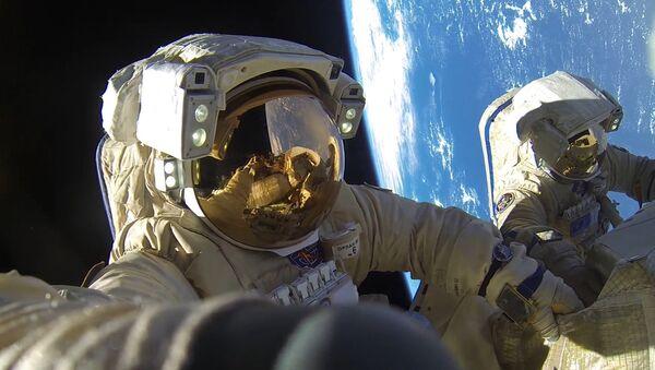 Космонавты Роскосмоса, архивное фото - Sputnik Таджикистан