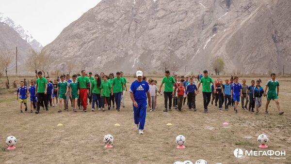 МегаФон Таджикистан собрал ребят на футбольном фестивале - Sputnik Таджикистан