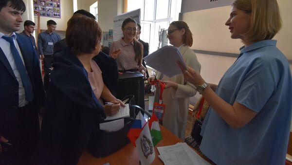 Международная выставка-ярмарка Российское образование Душанбе-2018 - Sputnik Тоҷикистон