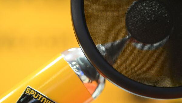 Микрофон в студии радио Sputnik, архивное фото - Sputnik Таджикистан