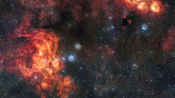 Снимок туманности Кошачья Лапа и Омар, сделанный на широкоугольном телескопе, входящем в комплекс VLT - Sputnik Тоҷикистон