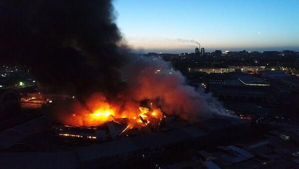 Крупный пожар на Ошском рынке — видео с дрона - Sputnik Тоҷикистон