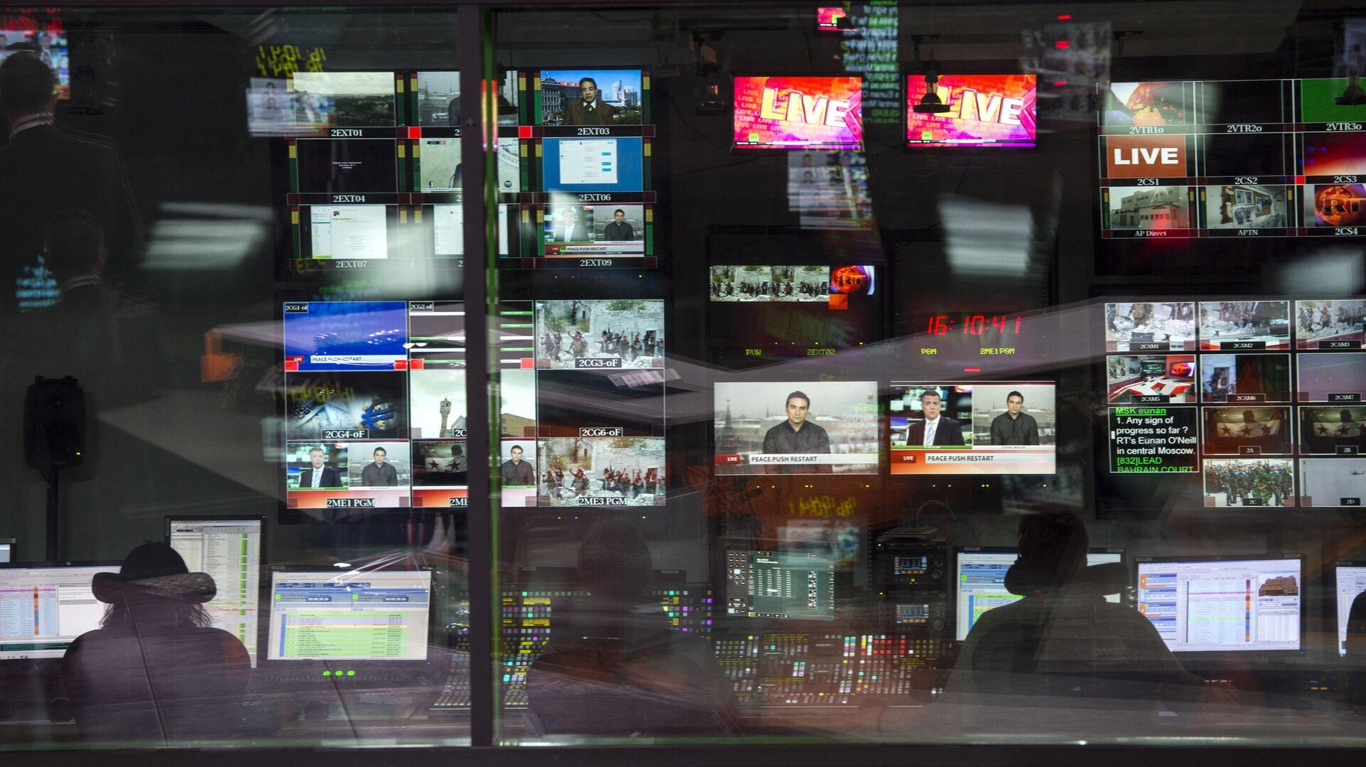 Аппаратная ньюсрума телеканала Russia Today на английском языке, архивное фото - Sputnik Таджикистан, 1920, 01.05.2021