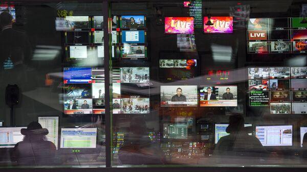 Аппаратная ньюсрума телеканала Russia Today на английском языке, архивное фото - Sputnik Таджикистан
