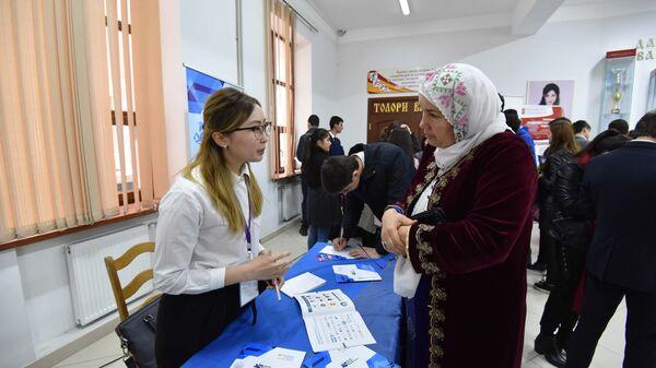 Образовательная выставка университетов Казахстана в Душанбе - Sputnik Тоҷикистон