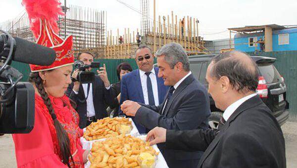 Таджикская делегация в Кыргызстане - Sputnik Тоҷикистон