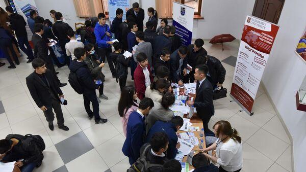 Образовательная выставка университетов Казахстана в Душанбе - Sputnik Таджикистан