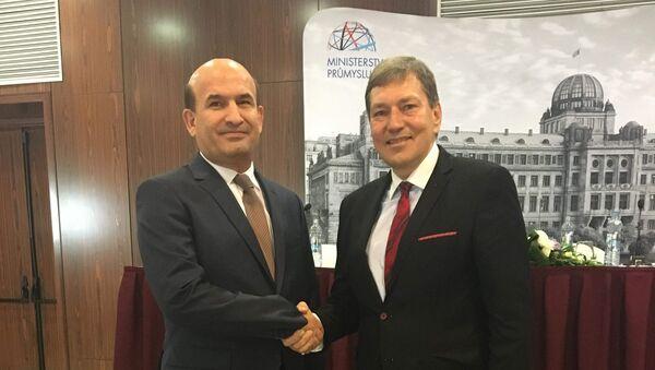 Посол Таджикистана в Германии с министром промышленности Чехии - Sputnik Тоҷикистон