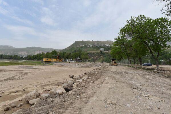 Варзобское озеро перед стройкой высушили - Sputnik Таджикистан