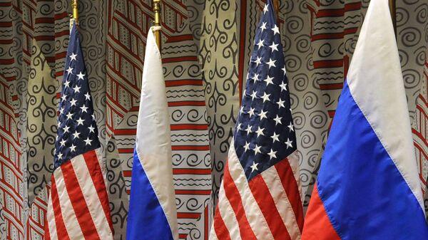 Флаги России и США - Sputnik Тоҷикистон