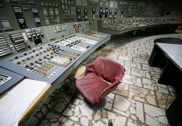 Третий реактор ЧАЭС был остановлен 15 декабря 2000 года в 13:17 - Sputnik Таджикистан