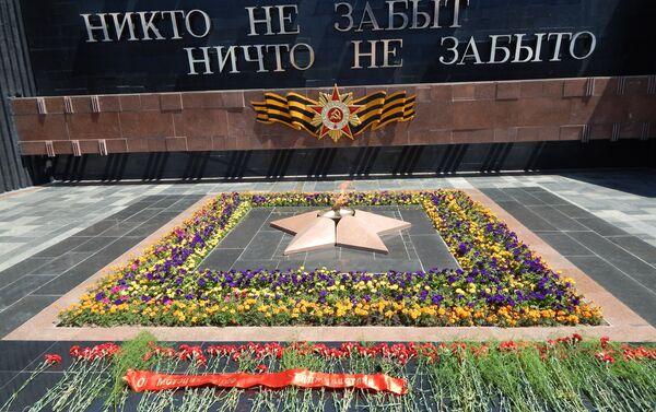 Вечный огонь в Душанбе, архивное фото - Sputnik Таджикистан
