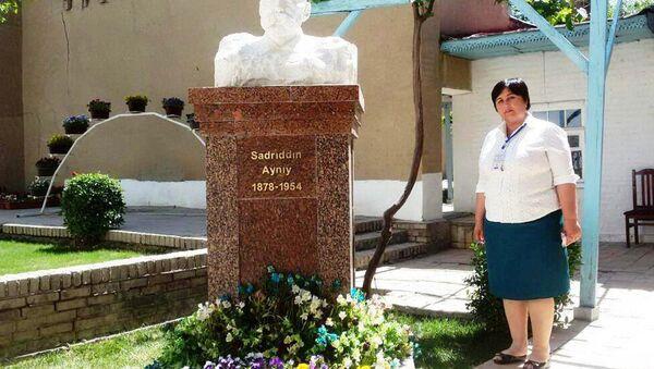 Бюст Садриддина Айни находящийся в его доме-музее, Самарканд - Sputnik Таджикистан