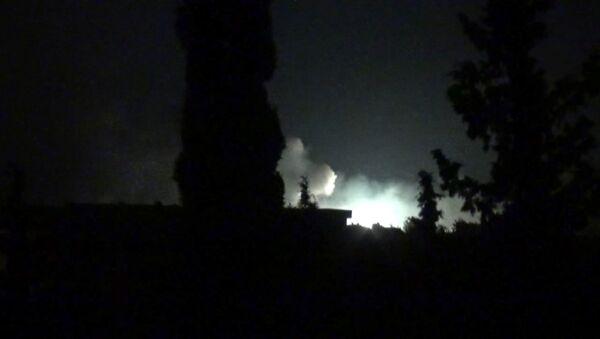 Последствия атаки на военную базу САР возле Хамы - Sputnik Тоҷикистон